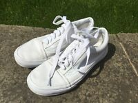 Vans white canvas shoes size 7 excellent condition
