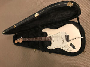 Fender Stratocaster Left-handed electric guitar with hard case