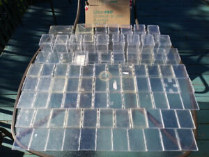 BOITES DE PLASTIQUE POUR CARTES / HINGED PLASTIC BOXES
