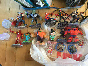 Disney infinity 2.0 game with characters (picture) and 'worlds'
