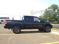 2013 Nissan TITAN PRO-4X Pickup Truck / Like new condition