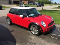 2004 Mini Cooper low KM's super clean !!