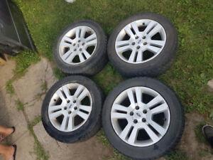 4 pneus d'hiver 225/55R17 sur mag