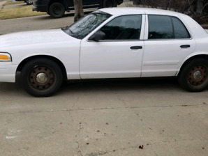 ford crown victoria 2011 4000$ obo