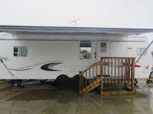 2004 Triple e Topaz 30' Luxury Edition Travel Trailer