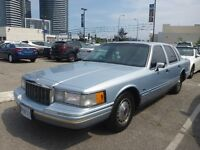 1992 Lincoln Town Car Signature Series $1300.00