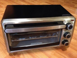 Black + Decker 4 slice toaster oven, as new condition!