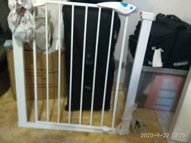 Kids' safety gate