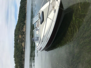 1998 Maxum sports cuddy cabin boat with 115hp outboard motor.