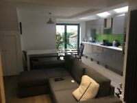 Good sized double room available in refurbished two bed flat in Earlsfield