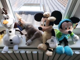 Disney frozen and Minnie mouse soft toys can post
