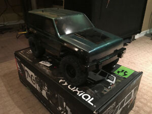 Brand New Axial SCX-10 II Kit/Roller 90% Built