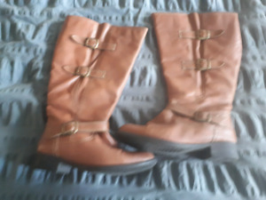 Ladies size 8W fashion boots