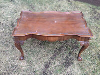 Queen Anne style WOODEN COFFEE TABLE WITH GLASS TOP