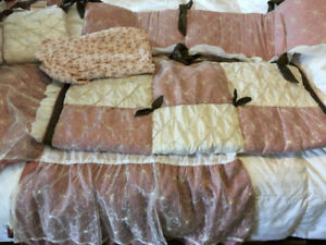 Beautiful pink crib bedding - 4 pieces
