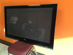 LG 50PG70 with stand, wall mount and remote