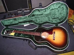 SKB-18 Deluxe Molded Acoustic Guitar Case