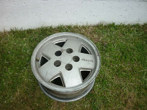 1 - 15IN. ALUMINUM RIM 5 HOLE OFF 1999 CHEVY S10 BLAZER 4X4