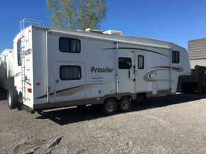 2005 Prowler 29' Fifth Wheel With Bunks