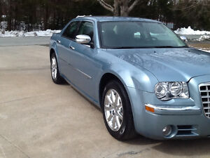 WOW..2009 Chrysler 300C..HEMI..HEMI..LOW KLMS