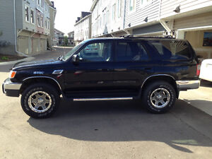 1999 Toyota 4runner extremely well maintained mint condition.