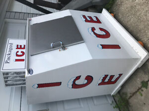 Ice cooler for Sale. 3 months old