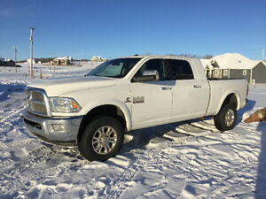 2014 Laramie, Mega Cab, Cummins Diesel, MINT Condition!!!