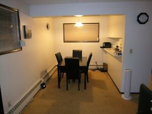 Beautiful Parkvale! 2 Bed Adult Only Quiet Lower Level-Bright!