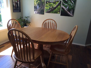 round oak table with 4 matching chairs