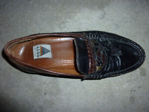 Man's size 44 leather shoe