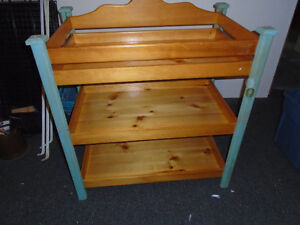 baby change table. sturdy. great cond. Cornwall Ontario image 1