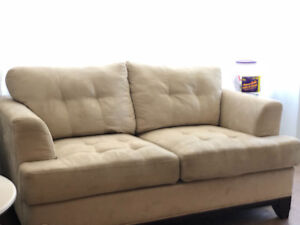 Cindy Crawford Home Love Seat Sofa - Great Condition