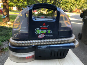 Bissell SPOT BOT PET spot cleaner. Excellent condition.