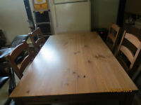table, 4 chaises, 4 coussins