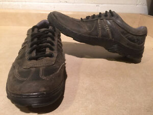 Dr. Martens Air Cushion Sole Shoes Men's Size 9, Women's Size 10 London Ontario image 1