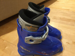 ALPINA ZOOM JUNIOR SKI BOOTS SIZE 12 GOOD CONDITION