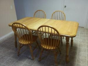 Table cuisine en érable avec rallonge (4 à 6 personnes)