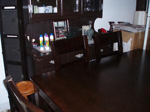 set de cuisine en bois brun