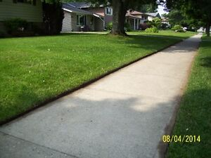 Quality Lawn Cutting, Lawn Edging, Hedge Trimming Services Kitchener / Waterloo Kitchener Area image 9