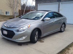 2011 HYUNDAI SONATA Hybrid-Electric Sedan 66,800 kms