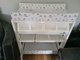 Baby changing unit with baby bath