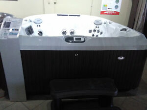JACUZZI J480 2016 SHOWROOM CLEARANCE!!
