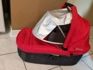 2012 Uppababy bassinett with UV protector