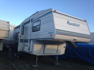 23 foot 5th wheel great condition!!
