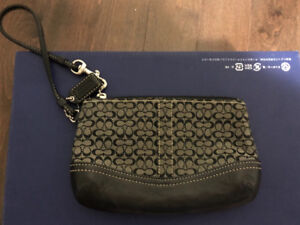 Excellent used condition authentic coach wristlet