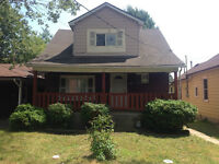 5 Bedroom Student Rental House Near the University of Windsor