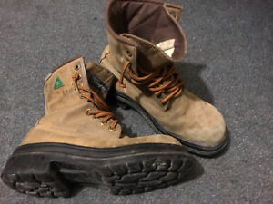 Insulated steel toed workboots - size 8.5 -
