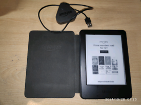 Kindle 7th Gen with magnetic case (like new)