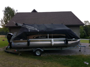 2015 Sweetwater 20' Ponton with Trailer - Like New