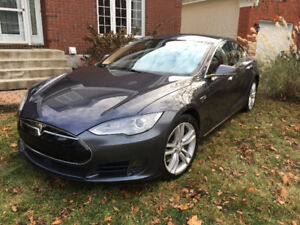 2015 Tesla Model S 85 kWh Battery Berline